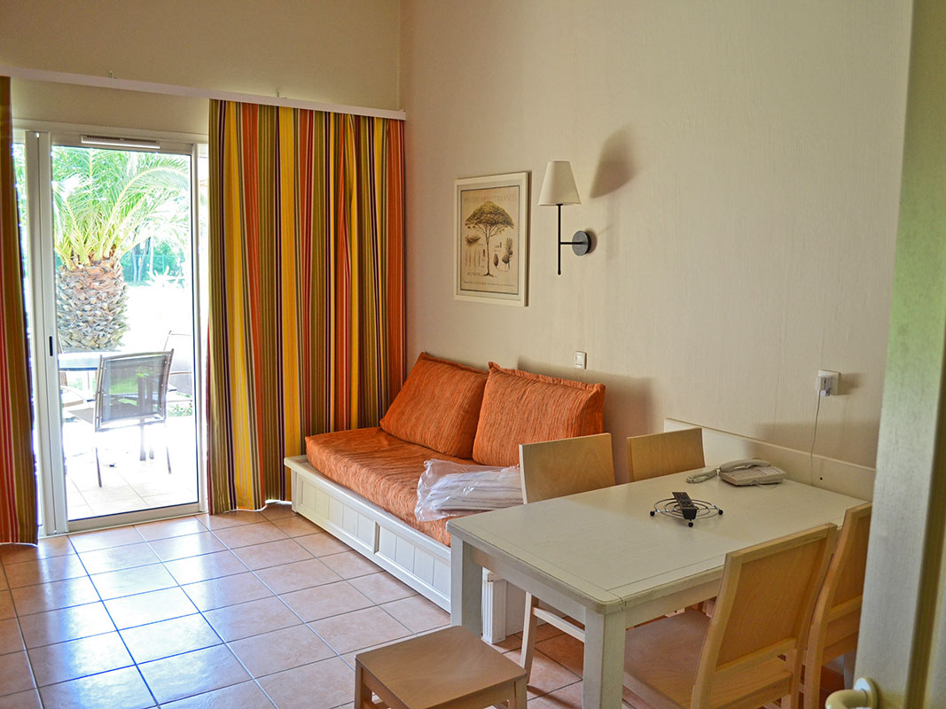 http://www.deco-resort.com/intranet/uploads/photo/hyeres-le-hameau.jpg