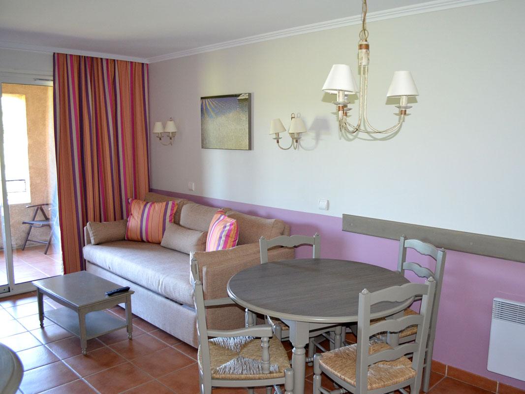 http://www.deco-resort.com/intranet/uploads/photo/pont-royal-hotel.jpg