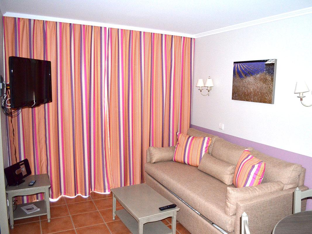 http://www.deco-resort.com/intranet/uploads/photo/pont-royal-hotel2.jpg