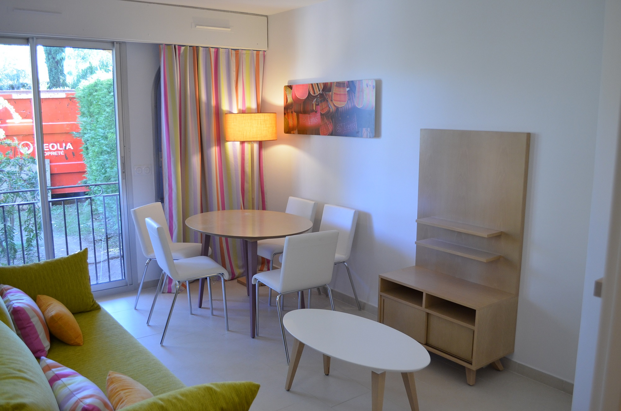 http://www.deco-resort.com/intranet/uploads/photo/st-tropez-amandine5.JPG